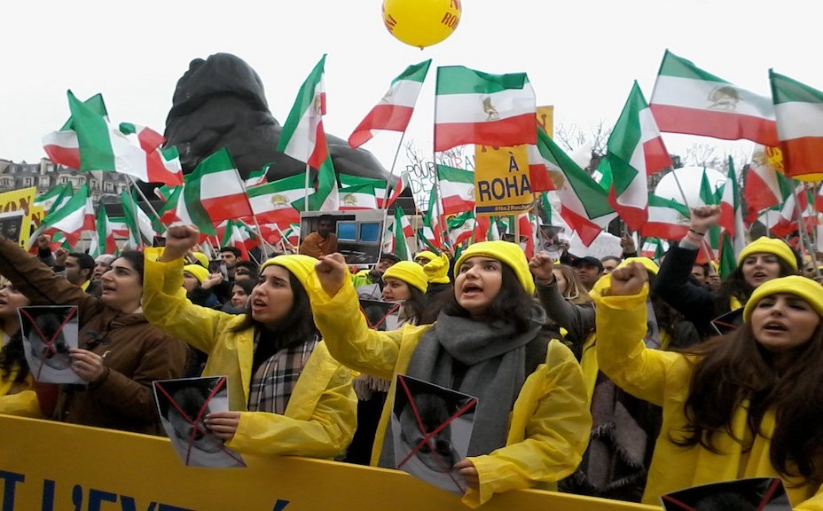 Iranians Rally Against Rouhani in Paris