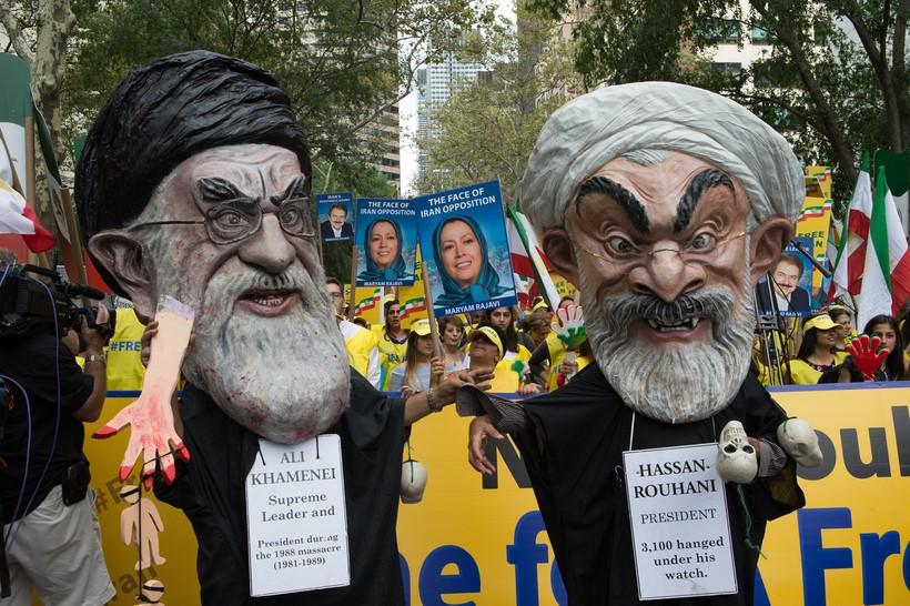 Khamenei, Rouhani Clawn - NY Rally