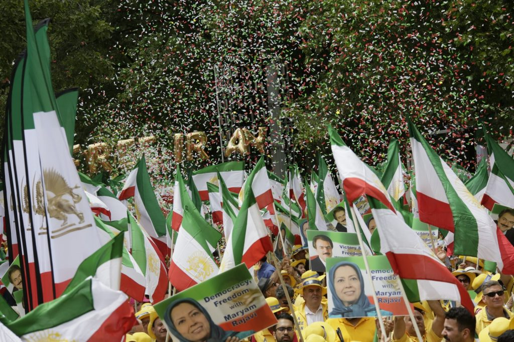 Solidarity March 2019 - Confettis -Iranian American Communities Solidarity March with Iranian People for Regime Change - June 21, 2019 - Washington DC across DOS (16)