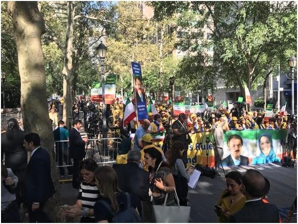 protestors urges trump